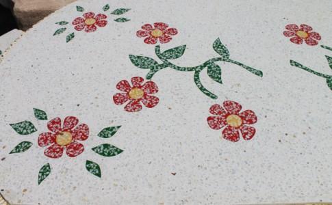 Mesa Flores y piedra